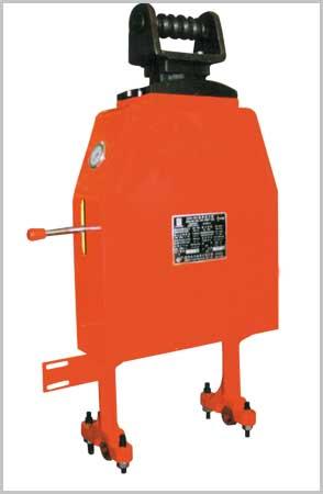 产品中心      吊升液缸装置为钻杆动力钳的主要部件,用来调整钻杆钳图片